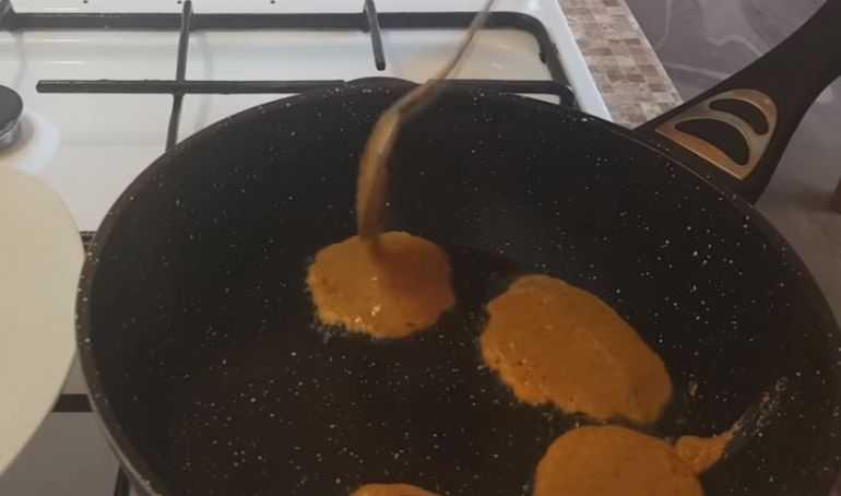 Котлеты из икры на сковороде