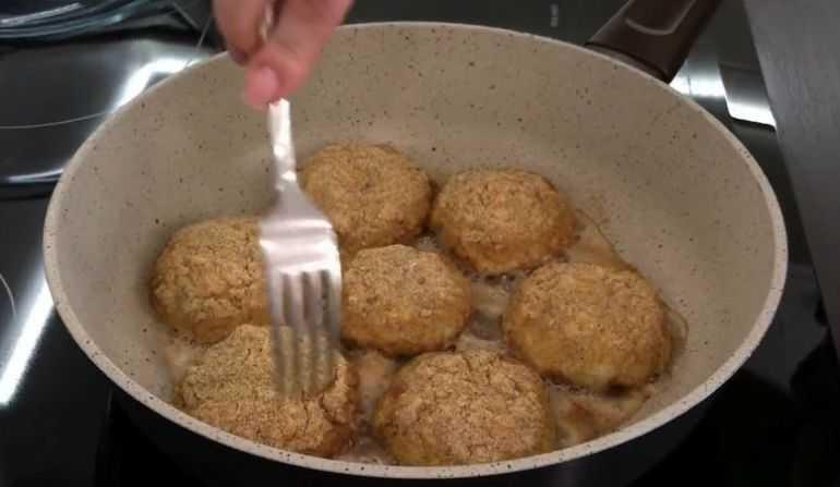 Выкладываем на сковороду