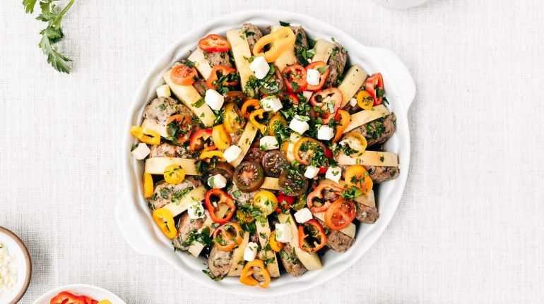 Котлеты, запеченные с овощами